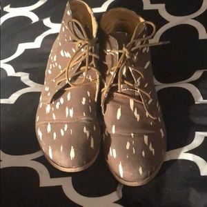 Women's Ecote ankle booties size 9.